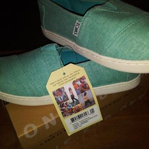 Toms 3.5y canvas slip on